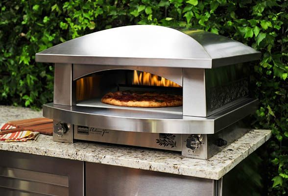 How to Use an Outdoor Pizza Oven